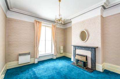4 Bedrooms Terraced House for sale in Stockport Road, Ashton Under Lyne, Tameside, Greater Manchester