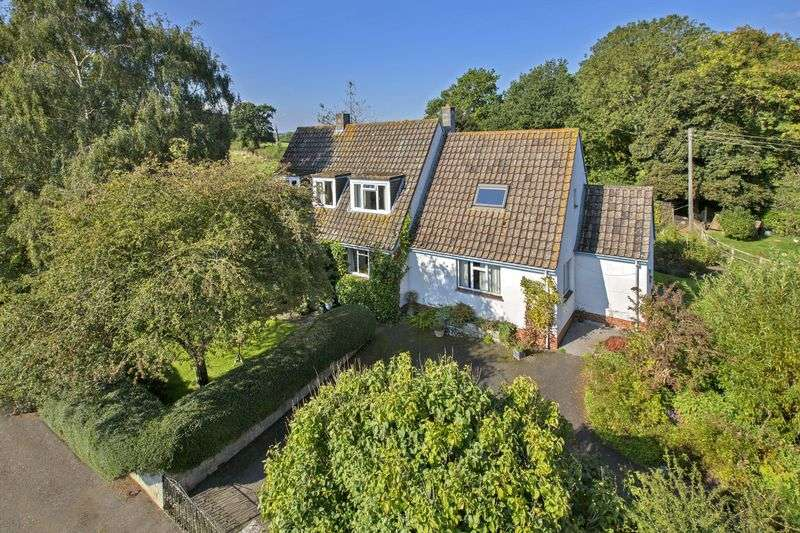 4 Bedrooms Detached House for sale in TEDBURN ST MARY