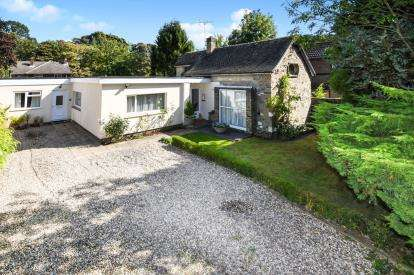 4 Bedrooms Bungalow for sale in Epping, Essex