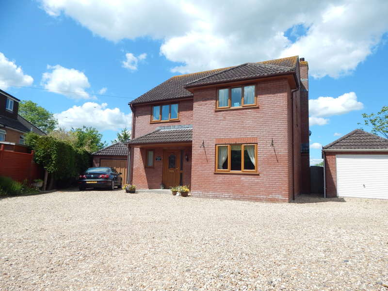4 Bedrooms Detached House for sale in Torbay Road, Castle Cary