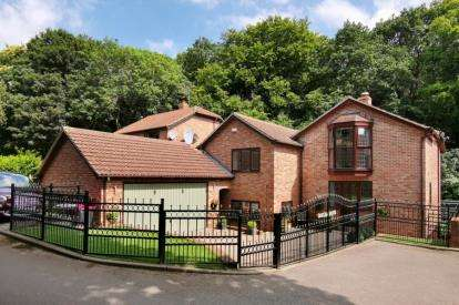 4 Bedrooms Detached House for sale in Woodside Court, Wickersley, Rotherham, South Yorkshire
