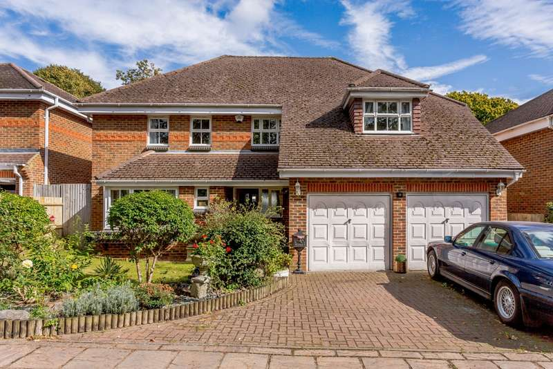 5 Bedrooms Detached House for sale in Old Road, Row Town, KT15