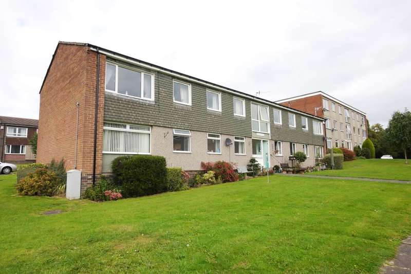 3 Bedrooms Flat for rent in Hoyle Court Drive, Baildon, Shipley, BD17