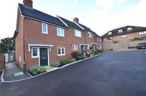 3 Bedrooms End Of Terrace House for sale in Church Street, Crowthorne, Berkshire