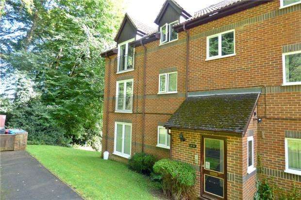 2 Bedrooms Apartment Flat for sale in Edmunds Gardens, High Wycombe, Buckinghamshire