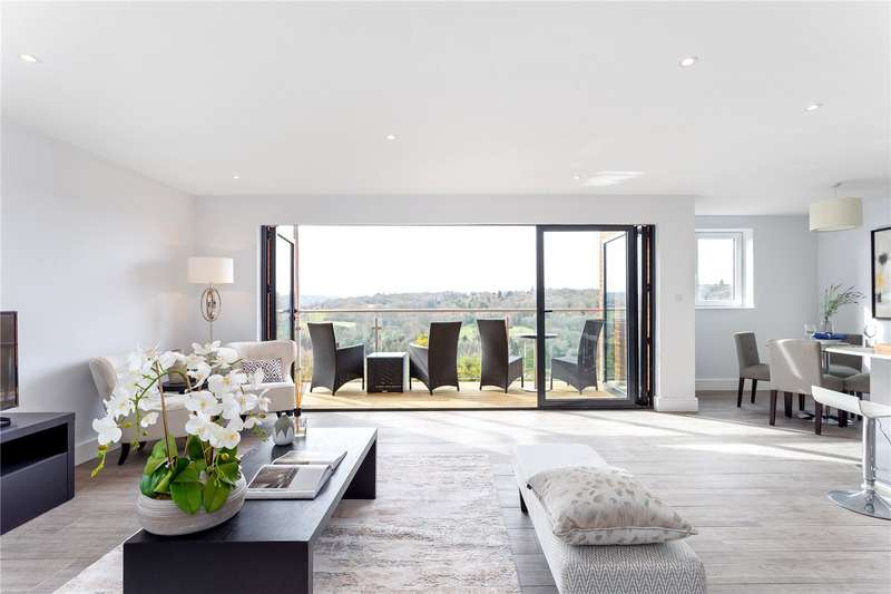 3 Bedrooms Apartment Flat for sale in The Mount, Warlingham, Surrey, CR6