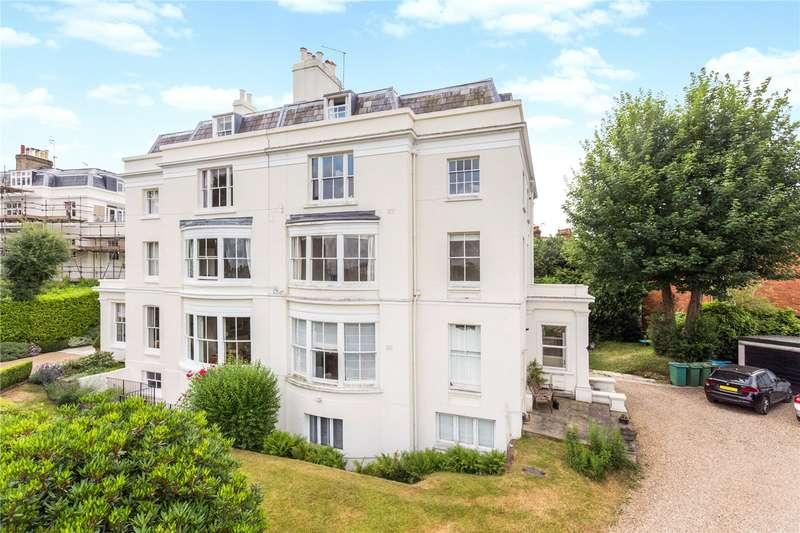 2 Bedrooms Flat for sale in Grove Hill Gardens, Tunbridge Wells, Kent, TN1