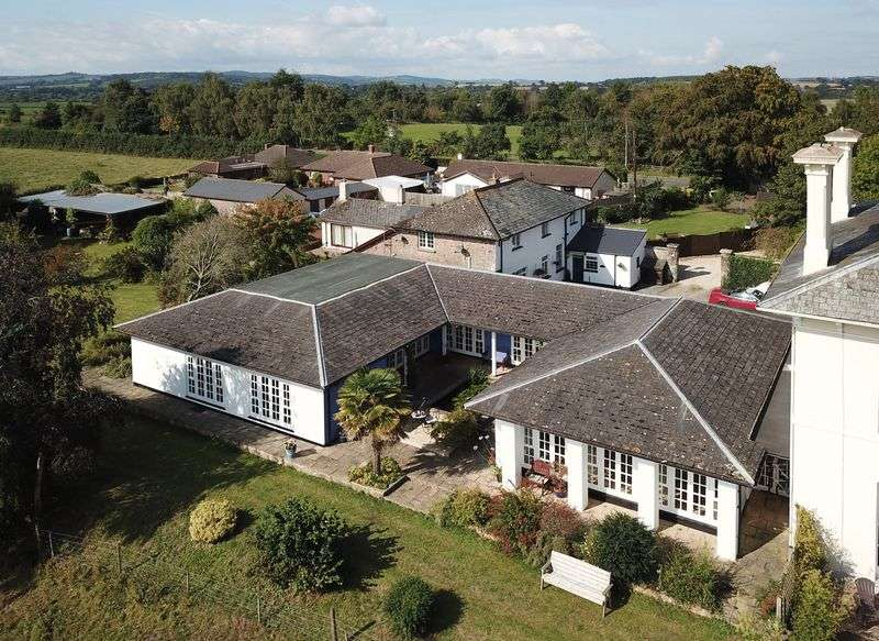 5 Bedrooms Property for sale in Rewe, Exeter