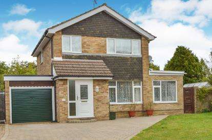3 Bedrooms Detached House for sale in Eastfield Crescent, Yardley Gobion, Towcester, Northants