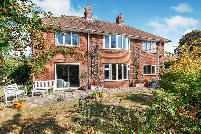 4 Bedrooms Detached House for sale in Saltcote Lane, Playden, Rye, East Sussex, TN31