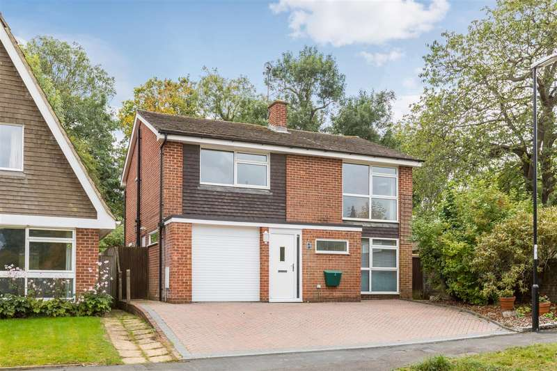 4 Bedrooms Detached House for sale in Hazel Grove, Burgess Hill