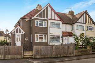 3 Bedrooms House for sale in Church Lane, Chessington, Surrey