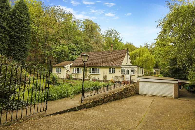 4 Bedrooms Detached Bungalow for sale in Station Bank, Ryton