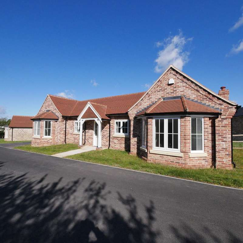 4 Bedrooms Bungalow for sale in Essex, CO6 1PH