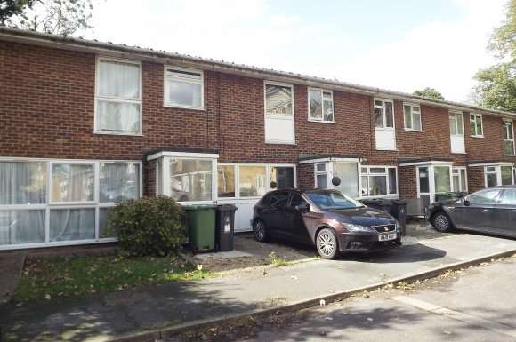 3 Bedrooms Property for rent in The Cloisters, Frimley, Surrey, GU16