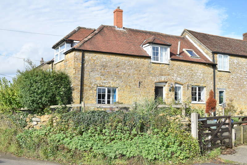 3 Bedrooms Semi Detached House for sale in Castle Cary, Somerset, BA7 7LL