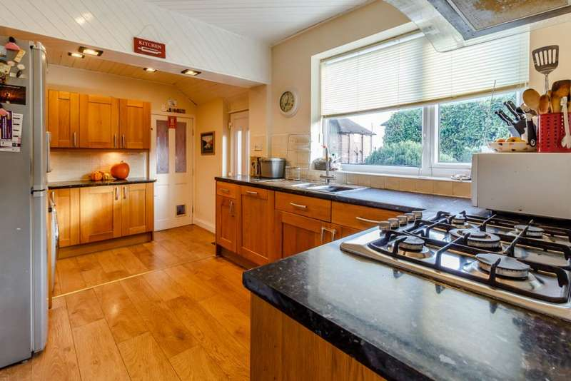 3 Bedrooms Semi Detached House for sale in Park Avenue, Hawarden, Deeside, Flintshire CH5 3HY