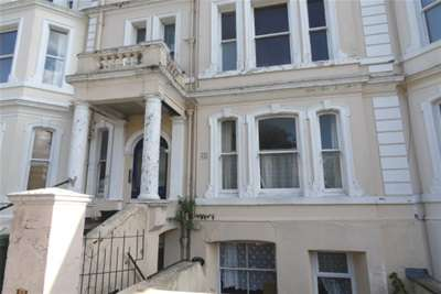 2 Bedrooms Flat for rent in Augusta Gardens, Folkestone