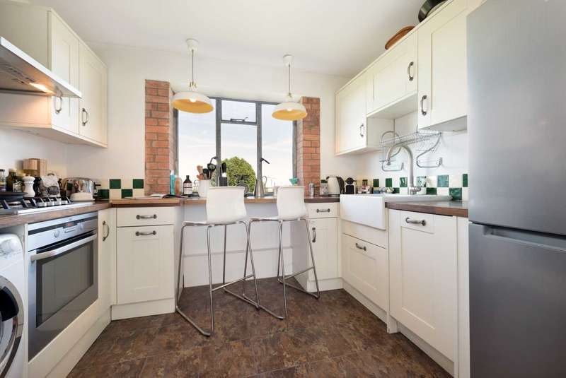 3 Bedrooms Apartment Flat for sale in Ruskin Park House, Champion Hill, Denmark Hill, SE5