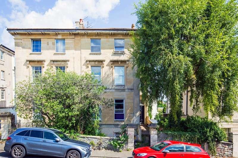 2 Bedrooms Flat for sale in Victoria Walk, Cotham, Bristol BS6