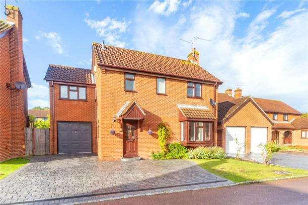 4 Bedrooms Detached House for sale in Cambridgeshire Close, Wokingham, Berkshire