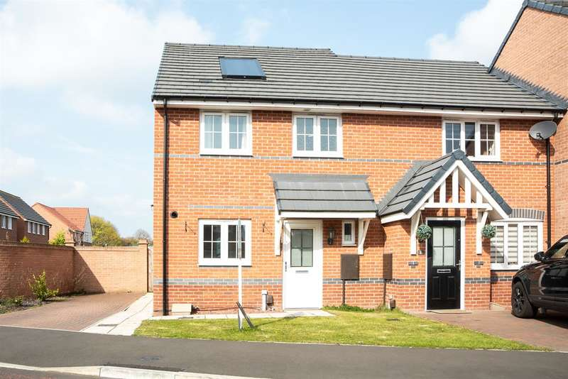 3 Bedrooms Semi Detached House for sale in Old School Drive, Lemington
