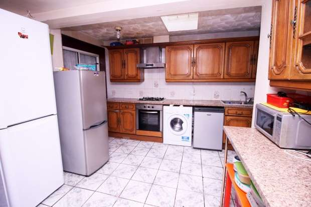 3 Bedrooms Terraced House for sale in Hambrough Road, Southall, UB1