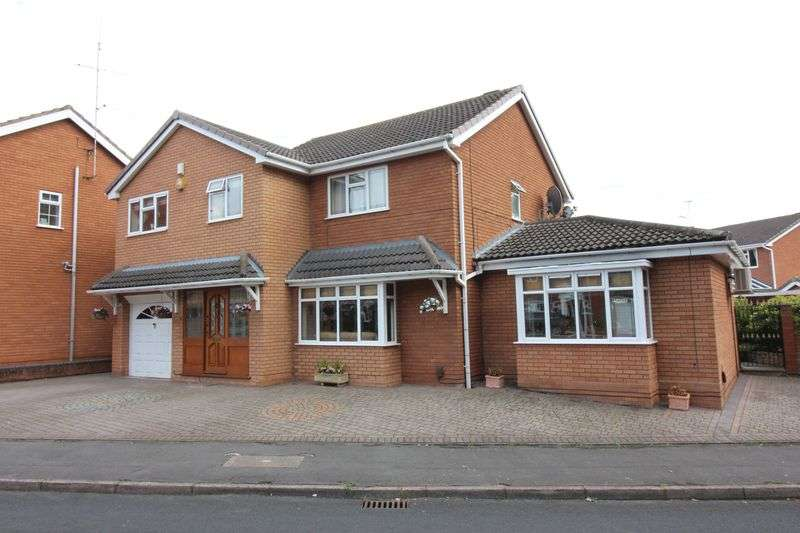 4 Bedrooms Property for sale in KINGSWINFORD, Carnforth Close