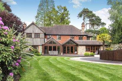 4 Bedrooms Detached House for sale in Brockdene Drive, Keston