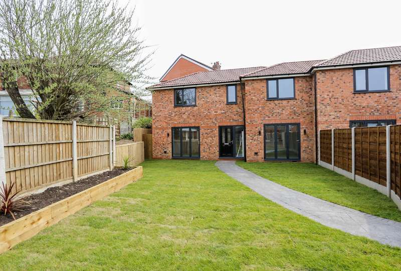 3 Bedrooms Semi Detached House for sale in Stream Terrace, Offerton, Stockport, SK1