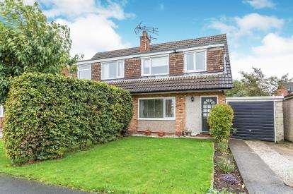 3 Bedrooms Semi Detached House for sale in Kirkby Avenue, Leyland, Lancashire, PR25