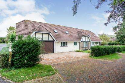 7 Bedrooms Detached House for sale in Clanfield, Waterlooville, Hampshire