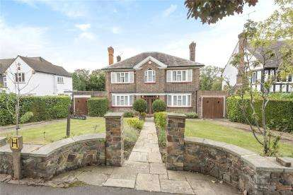 5 Bedrooms Detached House for sale in Stone Road, Bromley