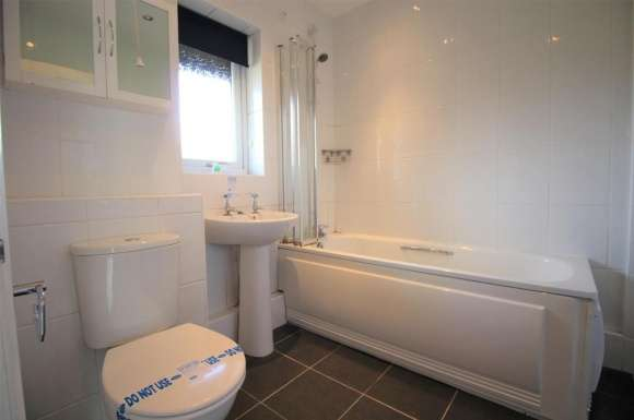 2 Bedrooms Property for sale in The Paddock, Huntingdon