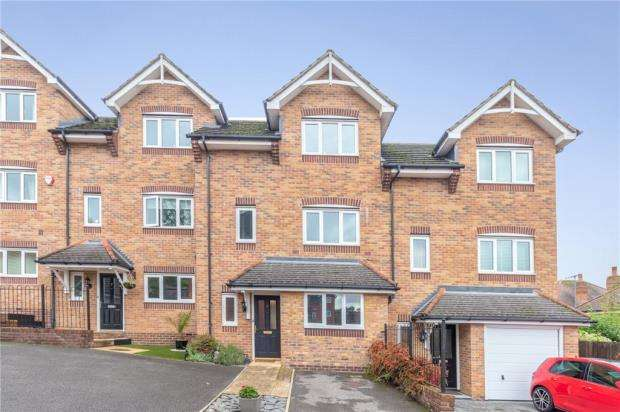 3 Bedrooms Terraced House for sale in Rugby Rise, High Wycombe, Buckinghamshire