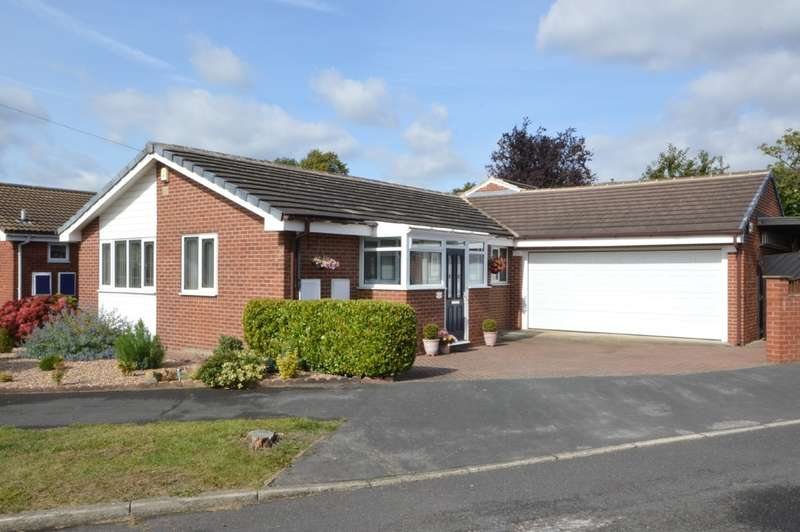 2 Bedrooms Detached Bungalow for sale in Coppice Close, Pinders Heath, Wakefield