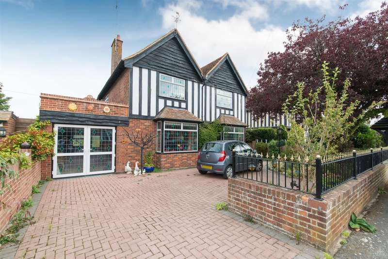 4 Bedrooms Detached House for sale in Meadow Road, Margate