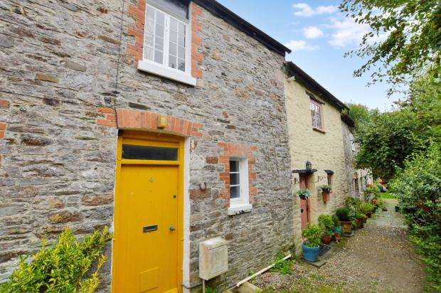 1 Bedroom Terraced House for sale in Sherwell Court, Silver Street, Buckfastleigh, Devon
