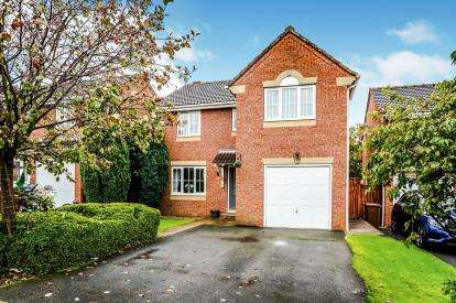 4 Bedrooms Detached House for sale in Newton Gardens, Newton Hill, Wakefield, West Yorkshire