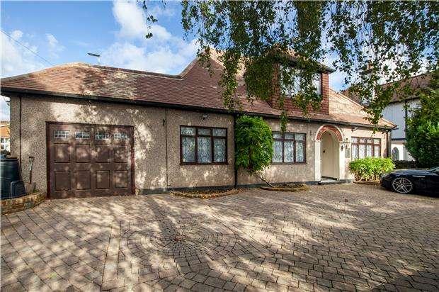 3 Bedrooms Detached Bungalow for sale in Link Lane, WALLINGTON, Surrey, SM6 9EA