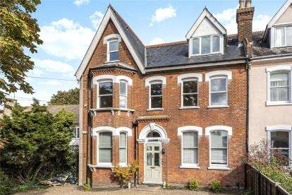 3 Bedrooms Flat for sale in Heathfield Road, Keston