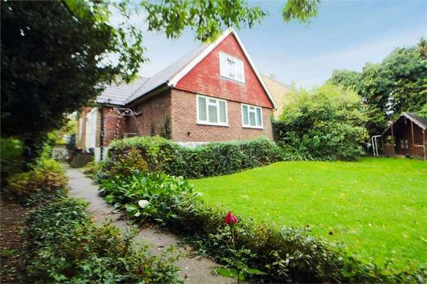 4 Bedrooms Detached House for sale in Down Hall Road, Rayleigh, Essex