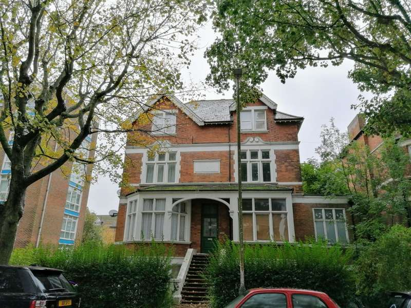 2 Bedrooms Ground Flat for sale in 79 Bouverie Road West , Folkestone , Kent , CT20 2PW