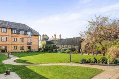 2 Bedrooms Flat for sale in Millers Court, Shortmead Street, Biggleswade, Bedfordshire