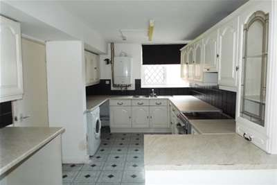 4 Bedrooms House for rent in Stanway Close, Chigwell, IG7