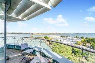 4 Bedrooms Flat for sale in The Hamptons, Pier Road, Gillingham, Kent