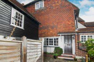 3 Bedrooms Terraced House for sale in High Street, Robertsbridge, East Sussex