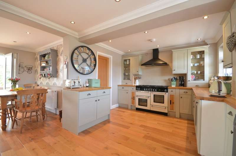 4 Bedrooms Semi Detached House for sale in Godshill, Isle Of Wight