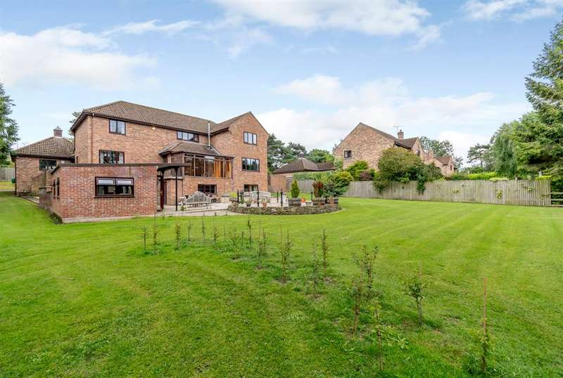 5 Bedrooms Detached House for sale in The Spinney, Norton, Malton, YO17 9JT