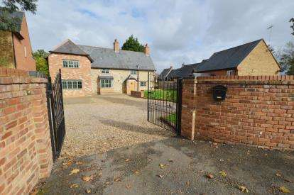 4 Bedrooms Detached House for sale in High Street, Collingtree, Northampton, Northamptonshire